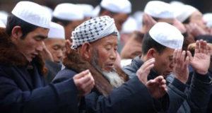 chinese muslims praying